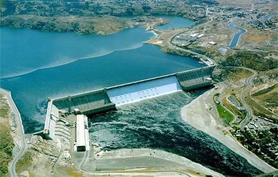 Grand Coulee Dam on Columbia river, Washington